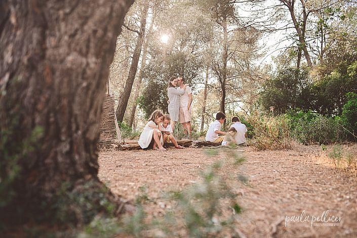 fotografia familia barcelona rio y bosque